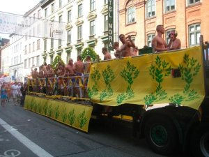 I don't know what this float was for, really. Except advertising diet pills and situps.